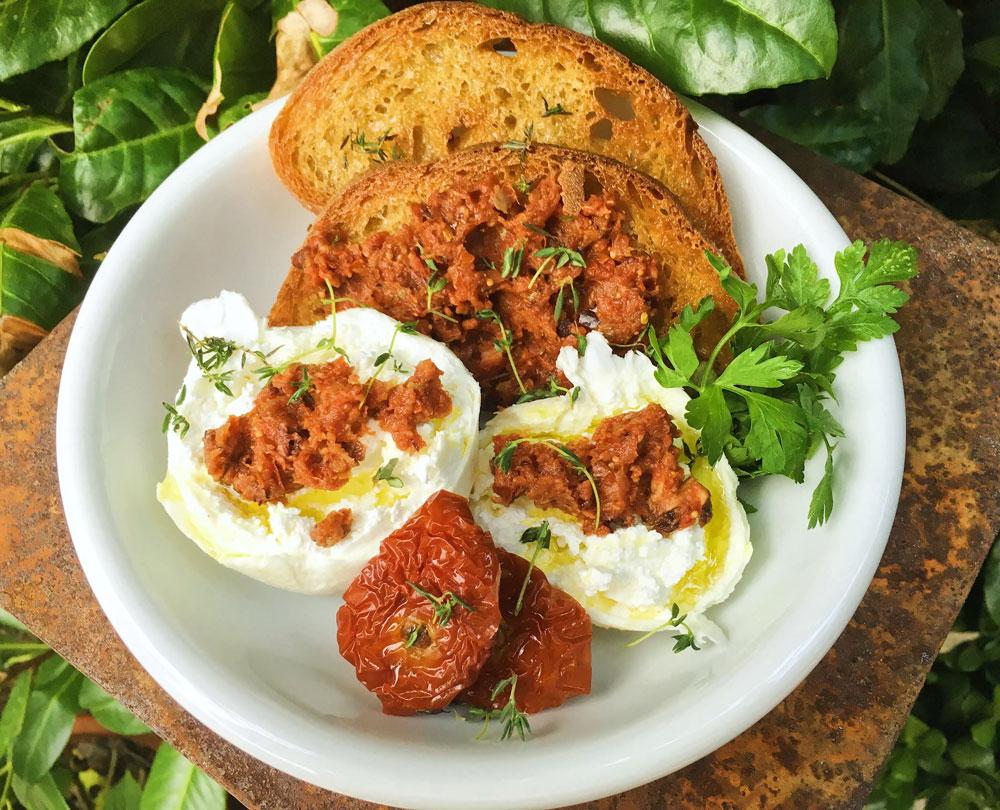 Salsa Rossa mit frischer Feige (sonnengetrocknete tomaten)
